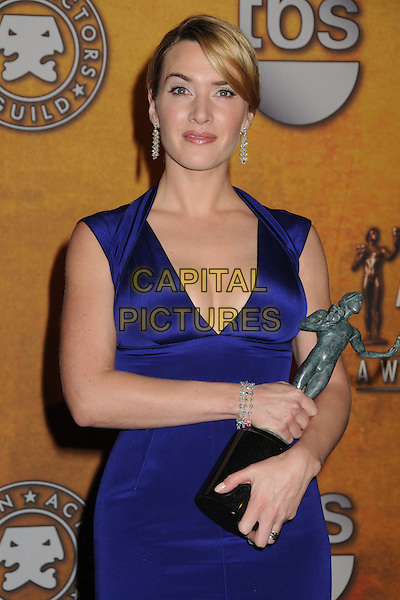 KATE WINSLET .15th Annual Screen Actors Guild Awards held at the Shrine Auditorium, Los Angeles, California, USA..January 25th, 2009.SAG pressroom half length blue ink dress tight fitted award trophy cleavage dangling earrings .CAP/ADM/BP.©Byron Purvis/AdMedia/Capital Pictures.