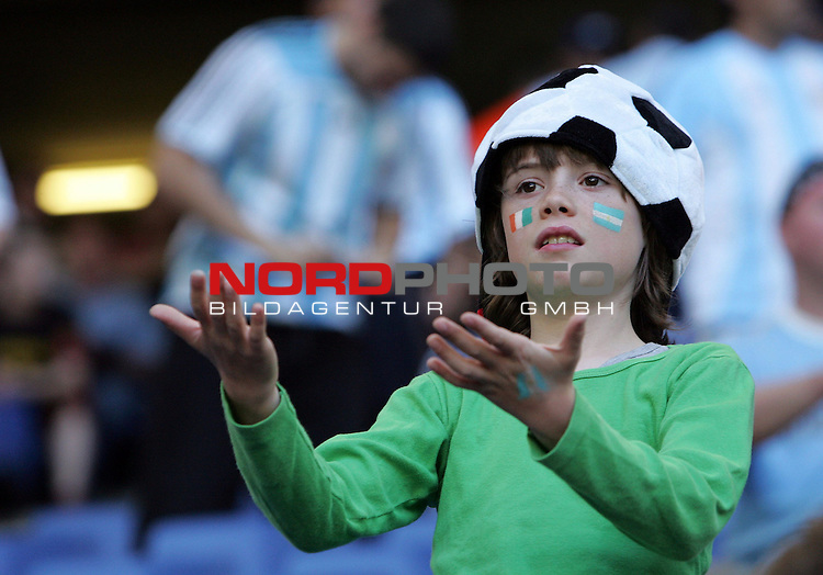 FIFA WM 2006 - Gruppe C ( Group C )<br /> <br /> Play #5 (10-Jun) - Argentina vs C&Ugrave;te d'Ivoire.<br /> <br /> Young supporter with ball-hat reacts before the match of the World Cup in Hamburg.<br /> <br /> +++ Please refer to FIFA's Terms and Conditions. +++<br /> <br /> Foto &copy; nordphoto