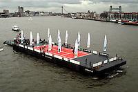 20040215, Rotterdam, ABNAMRO WTT, een varende tennisbaan als publiciteitsstunt van het ABNAMRO tennis tournament