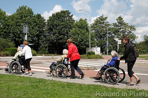 Seniorenvierdaagse in Monnickendam. ( Toestemming gekregen van de organisatie om de foto's redactioneel te gebruiken)