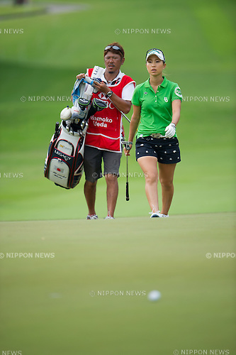 Momoko Ueda (JPN),.MARCH 3, 2013 - Golf :.Momoko Ueda of Japan walks with her caddie during the final round of the HSBC Women's Champions at Sentosa Golf Club in Singapore. (Photo by Haruhiko Otsuka/AFLO)