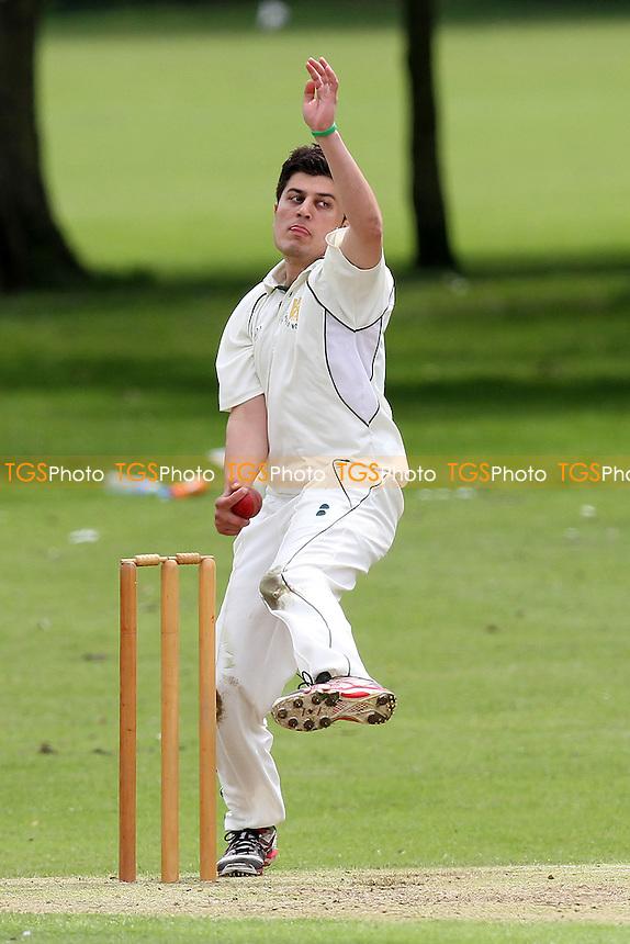 Harold Wood CC vs Leigh-on-Sea CC - Essex Cricket League at Harold Wood Park - 23/06/12 - MANDATORY CREDIT: Gavin Ellis/TGSPHOTO - Self billing applies where appropriate - 0845 094 6026 - contact@tgsphoto.co.uk - NO UNPAID USE.