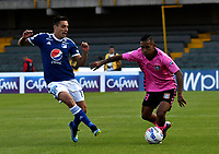 BOGOTÁ - COLOMBIA, 22-07-2018: Henry Rojas (Izq.) jugador de Millonarios disputa el balón con Nelino Tapia (Der.) jugador de Boyacá Chicó F. C., durante partido de la fecha 1 entre Millonarios y Boyacá Chicó F. C., por la Liga Aguila II-2018, jugado en el estadio Nemesio Camacho El Campin de la ciudad de Bogota. / Henry Rojas (L) player of Millonarios vies for the ball with Nelino Tapia (R) player of Boyaca Chico F. C., during a match of the 1st date between Millonarios and Boyaca Chico F. C., for the Liga Aguila II-2018 played at the Nemesio Camacho El Campin Stadium in Bogota city, Photo: VizzorImage / Luis Ramirez / Staff.