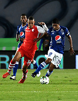 BOGOTÁ - COLOMBIA, 28–03-2019: Christian Marrugo de Millonarios disputa el balón con Brayan Perea de Independiente Santa Fe, durante partido aplazado de la fecha 10 entre Millonarios y el Independiente Santa Fe, por la Liga Águila I 2019, jugado en el estadio Nemesio Camacho El Campín de la ciudad de Bogotá. / Christian Marrugo of Millonarios vies for the ball with Brayan Perea of Independiente Santa Fe, during a posponed match of the 10th date between Millonarios and Independiente Santa Fe, for the Aguila Leguaje I 2019 played at the Nemesio Camacho El Campin Stadium in Bogota city, Photo: VizzorImage / Luis Ramírez / Staff.