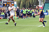 10th September 2017, Sixways Stadium, Worcester, England; Aviva Premiership Rugby, Worcester Warriors versus Wasps; Josh Bassett of Wasps heads the corner for a try but decides to pass instead