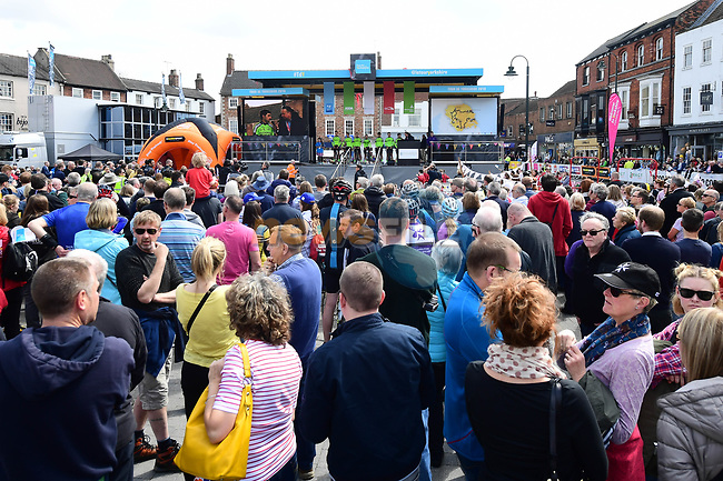 Sign on before the start of Stage 1 of the Tour de Yorkshire 2018 running 182km from Beverley to Doncaster, England. 3rd May 2018.<br /> Picture: ASO/Alex Broadway | Cyclefile<br /> <br /> <br /> All photos usage must carry mandatory copyright credit (© Cyclefile | ASO/Alex Broadway)