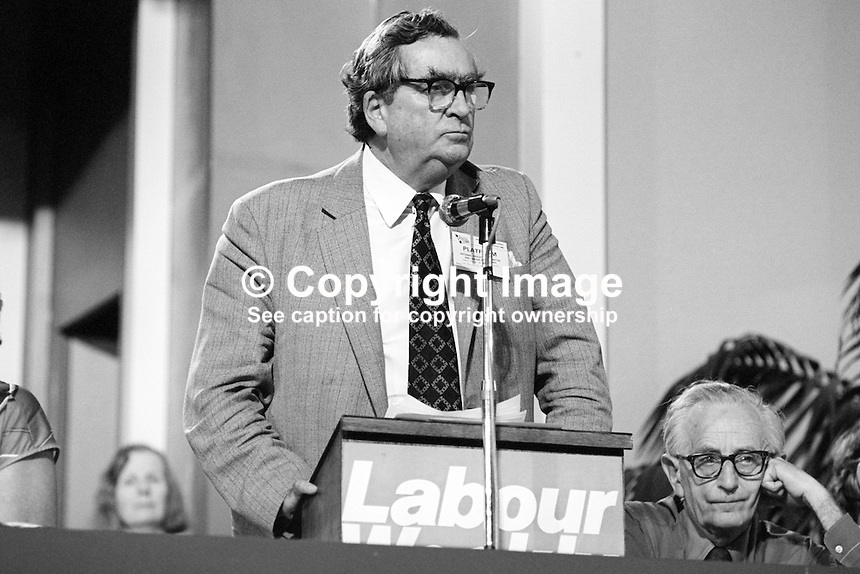 Denis Healey, MP, deputy leader, Labour Party, UK, addressing annual conference, Blackpool, September 1982. 19820900147DH6.<br />