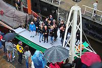 ZEILEN: LEMMER: Lemster sluis, 09-08- 2016, SKS skûtsjes intocht, Leeuwarder skûtsje, ©foto Martin de Jong