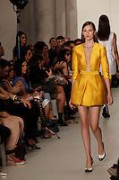 SAO PAULO, 15 DE JUNHO DE 2012. SAO PAULO FASHION WEEK VERAO 2013.  A marca Reinaldo Lourenço apresenta a coleção verão 2013 durante a  33 edição da São Paulo Fashion Week na Bienal. FOTO: ADRIANA SPACA - BRAZIL PHOTO PRESS