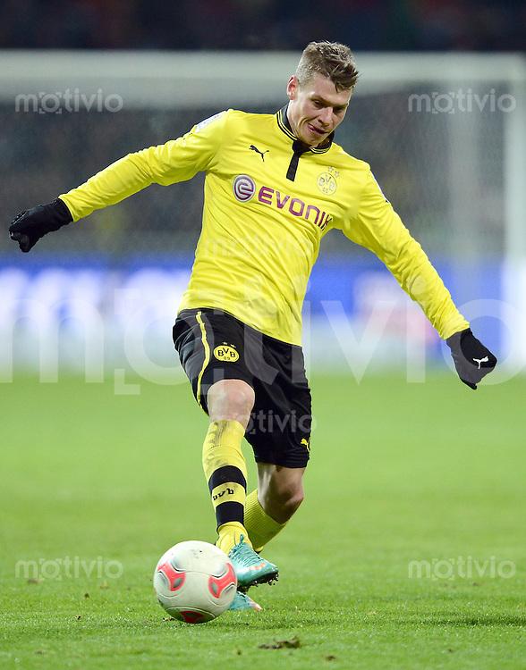 FUSSBALL   1. BUNDESLIGA   SAISON 2012/2013    18. SPIELTAG SV Werder Bremen - Borussia Dortmund                   19.01.2013 Lukasz Piszczek (Borussia Dortmund)  am Ball