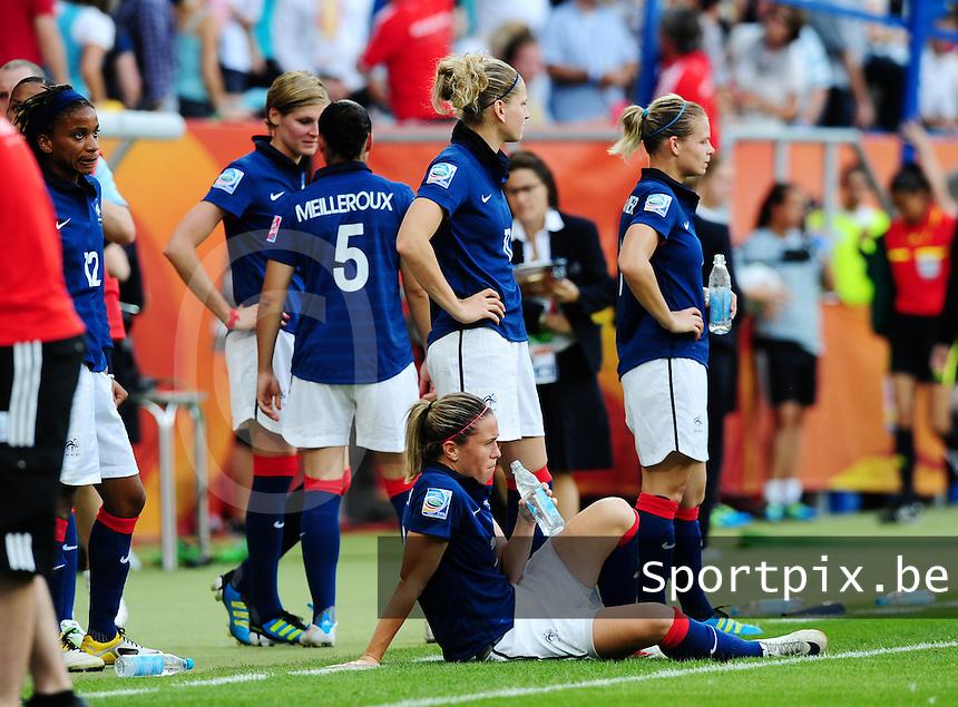 Fifa Women's World Cup Germany 2011 : France - Sweden  at Sinsheim : de franse ploeg zit uitgeteld langs de kant.foto DAVID CATRY / Vrouwenteam.be