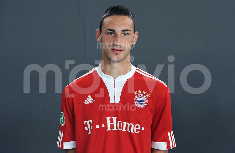 FUSSBALL     3. BUNDESLIGA     SAISON 2009/2010     08.07.2009 Fototermin beim FC Bayern Muenchen2, Amateure,   Portrait Diego Contento ( FC Bayern 2 )