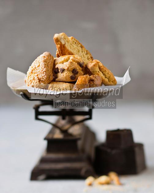 Europe/France/2A/Corse du Sud/Ajaccio: canistrelli, biscuits corses chez: I Frriteddi di Ghjaseppu //  France, Corse du Sud, Ajaccio, canistrelli (Corsican biscuits) in Friteddi I di Ghjaseppu