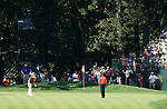 Luke DONALD (ENGLAND) und Tiger WOODS (USA), 4.Runde, 88th PGA Championship Golf, Medinah Country Club, IL, USA