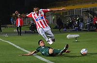 BOGOTÁ -COLOMBIA, 28-03-2018:Walmer Pacheco (Der.) de La Equidad disputa el balón con Luis Diaz Marulanda (Izq.) del Atlético Junior durante partido por la fecha 11 de la Liga Águila I 2018 jugado en el estadio Metropolitano de Techo de la ciudad de Bogotá./ Walmer Pacheco(R) player of La Equidad fights for the ball with James Luis Diaz Marulanda (L) player of Atletico Junior during the match for the date 11 of the Aguila League I 2018 played at Metropolitano de Techo stadium in Bogotá city. Photo: VizzorImage/ Felipe Caicedo / Staff