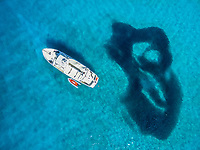 aerial view of Boat Ambar and school of fish, Ensenada el Embudo, Isla Partida, La Paz, Baja California Sur, Mexico, Gulf of California, Sea of Cortez, Pacific Ocean