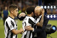 Calcio, Champions League: finale Juventus vs Real Madrid. Cardiff, Millennium Stadium, 3 giugno 2017.<br /> Real Madrid's coach Zinedine Zidane, right, is congratulated by Juventus' Dani Alves, center, past his teammate Paulo Dybala, at the end of the Champions League final match between Juventus and Real Madrid at Cardiff's Millennium Stadium, Wales, June 3, 2017. Real Madrid won 4-1.<br /> UPDATE IMAGES PRESS/Isabella Bonotto