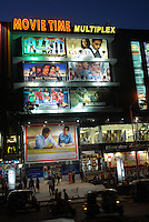 "Asien Indien IND Bombay Megacity .multiplex Kino zeigt Bollywood Filmproduktionen - Kultur darstellende Kunst Kitsch Soap Kommunikation Unterhaltung Bilder Konsum Video Fernsehen TV Kinos Filmkamera Kamera Filmproduktion Kinofilme Kinofilm indisches Kino Film Filme Spielfim Spielfilme Traum Tr?ume Traumfabrik Schauspieler Filmrolle Rolle Star Starkult Filmstar Inder indisch indische indischer Subkontinent bunt Farben Farbe farbig Massala Movie Masala Film Mischung aus Tanz Action Gef?hl Gef?hle Liebe Sex Drama Gewalt Filmset Fernsehserie TV Serie Filmcity xagndaz | .Asia India Mumbai Bombay .multiplex cinema in Goregoan show Bollywood movies  -  culture art arts entertainment film industry motion picture movie filmindustry film production communication image images indian subcontinent color colour colorful image imaking television cinema TV consume consumerism dream factory actor actress movie star cult . | [copyright  (c) agenda / Joerg Boethling , Veroeffentlichung nur gegen Honorar und Belegexemplar an / royalties to: agenda PG   Rothestr. 66   D-22765 Hamburg   ph. ++49 40 391 907 14   e-mail: boethling@agenda-fototext.de   www.agenda-fototext.de   Bank: Hamburger Sparkasse BLZ 200 505 50  kto. 1281 120 178   IBAN: DE96 2005 0550 1281 1201 78  BIC: ""HASPDEHH""  , WEITERE MOTIVE ZU DIESEM THEMA SIND VORHANDEN!! MORE PICTURES ON THIS SUBJECT AVAILABLE!! INDIA PHOTO ARCHIVE: http://www.visualindia.net] [#0,26,121#]"