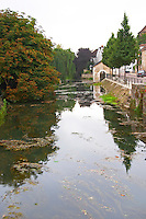 The river Serein flowing through the village Chablis in Bourgogne