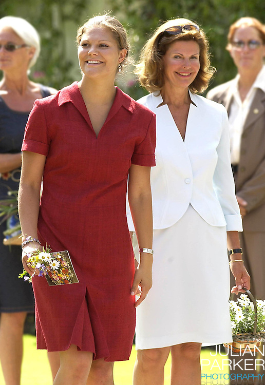 CROWN PRINCESS VICTORIA OF SWEDEN CELEBRATES HER 25TH BIRTHDAY, .WITH HER PARENTS, AT SOLLIDEN, NEAR BERGHOLM, SWEDEN..14/7/02.  PICTURE: UK PRESS   (ref 5105-12)