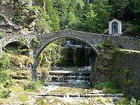 Ponte medievale a schiena d'asino a Campodolcino, comune sulla strada verso lo Spluga.<br /> Medieval bridge in the village of Campodolcino.