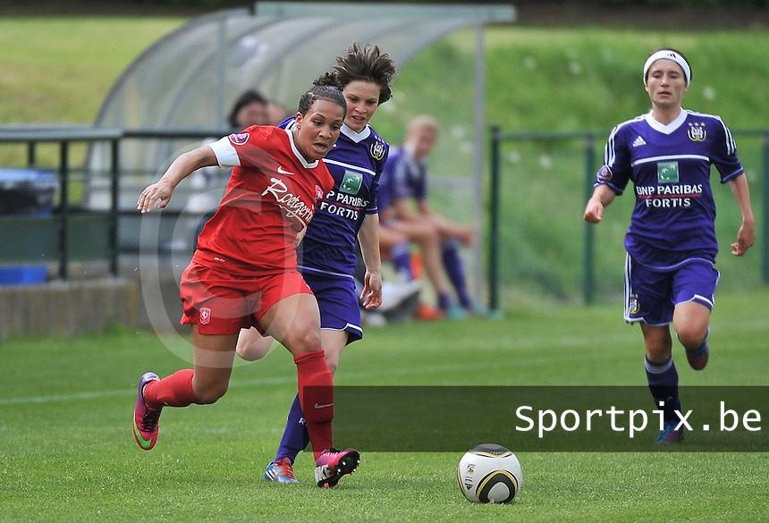 RSC Anderlecht Dames - FC Twente : duel tussen Shanice van de Sanden (links) en Mégane Lerinckx.foto DAVID CATRY / Nikonpro.be