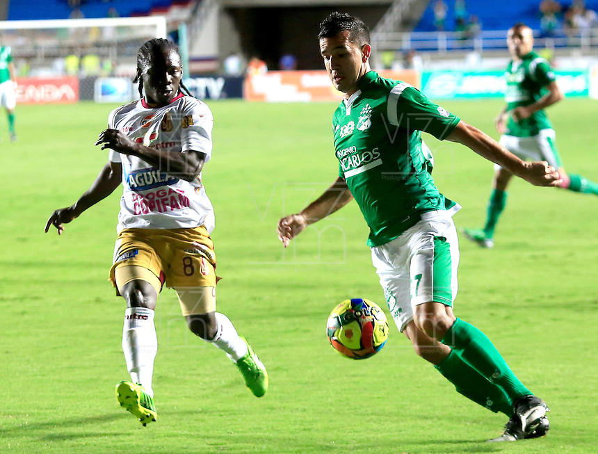 CALI -COLOMBIA-05-10-2013.  Nestor Camacho (D) del Deportivo cali disputa el balón con Yimmy Chara (I) del Tolima durante partido válido por la fecha 14 de la Liga Postobón II 2013 jugado en el estadio Pascual Guerrero de la ciudad de Cali./ Deportivo Cali player  Nestor Camacho (R) fights for the ball with Tolima player Yimmy Chara (L) during match valid for the 14th date of Postobon League II 2013 played at Pascual Guerrero stadium in  Cali city.Photo: VizzorImage/Juan C. Quintero/STR