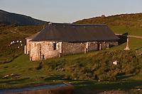 Europe/France/Aquitaine/64/Pyrénées-Atlantiques/Pays-Basque/Mendive: La chapelle Saint-Sauveur d'Iraty, c'était une étape sur le chemin de Saint-Jacques de Compostelle