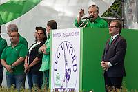 Pontida: Umberto Bossi parla durante l'annuale raduno della Lega a Pontida