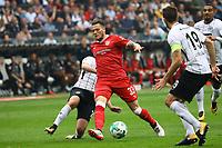 Marc Stendera (Eintracht Frankfurt) gegen Daniel Ginczek (VfB Stuttgart) - 30.09.2017: Eintracht Frankfurt vs. VfB Stuttgart, Commerzbank Arena
