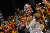 SÃO PAULO, SP, 03 DE FEVEREIRO DE 2013 - ENSAIO TÉCNICO TOM MAIOR - Ensaio técnico da Escola de Samba Tom Maior na preparação para o Carnaval 2013. O ensaio foi realizado na noite deste domingo (03) no Sambódromo do Anhembi, zona norte da cidade. FOTO LEVI BIANCO - BRAZIL PHOTO PRESS