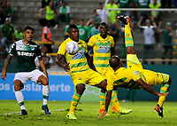 CALI - COLOMBIA, 02-09-2017: Martin Gonzalez (Der) jugador de Atletico Bucaramanga en acción durante el encuentro con Deportivo Cali por la fecha 11 de la Liga Aguila II 2017 jugado en el estadio Palmaseca de la ciudad de Palmira. / Martin Gonzalez (R) player of Atletico Bucaramanga in action during the match against Deportivo Cali for the date 11 of the Aguila League II 2017 played at Palmaseca stadium in Palmira city. Photo: VizzorImage / Nelson Rios / Cont