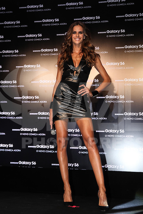 SAO PAULO, SP, 14.04.2015 - LANÇAMENTO SAMSUNG S6 - SHOPPING JK IGUATEMI - SP - A Samsung lançou nesta terça-feira (14), o novo smartphone Galaxy S6 e o Galaxy S6 EDGE. A top model, Izabel Goulart, garota propaganda da marca no Brasil, desfilou com os modelos. (Douglas Pingituro / Brazil Photo Press