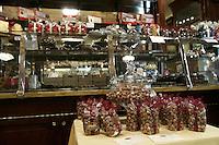 La vetrina della cioccolateria Piatti a Torino.<br /> Piatti's chocolate shop windows in Turin.<br /> UPDATE IMAGES PRESS/Riccardo De Luca