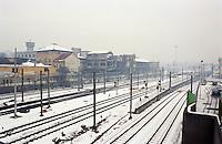 Milano, quartiere Bovisa, periferia nord. Vecchie fabbriche dismesse (ora demolite) presso la stazione ferroviaria --- Milan, Bovisa district, north periphery. Old unused factories (now demolished) by the railway station