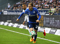 Ex Frankfurter Bastian Oczipka (FC Schalke 04) gegen Ex-Schalker Kevin-Prince Boateng (Eintracht Frankfurt) - 16.12.2017: Eintracht Frankfurt vs. FC Schalke 04, Commerzbank Arena, 17. Spieltag Bundesliga