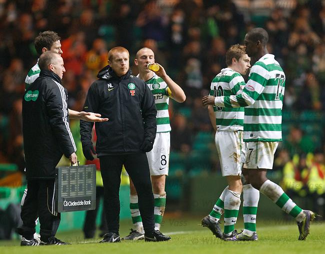 Olivier Kapo goes off injured