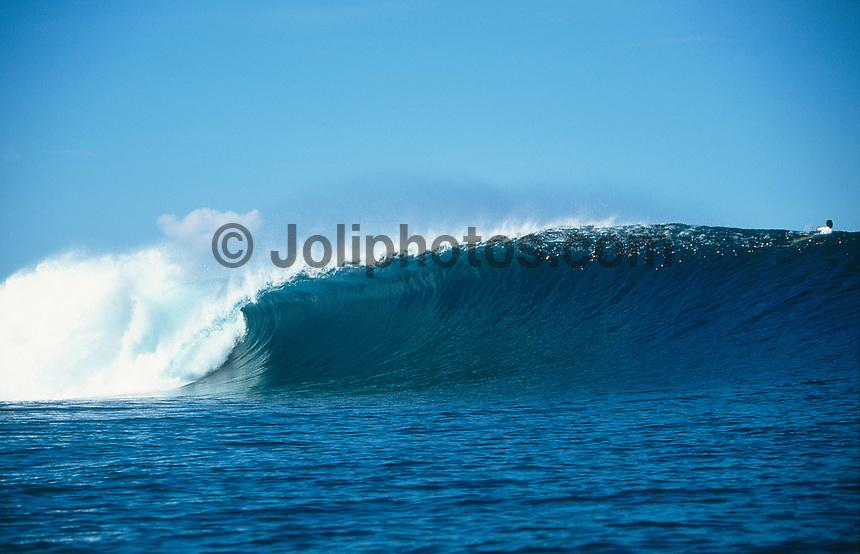 Empty wave at Cloudbreak during Rip Curl Tavarua Oceania Cup..photo:  joliphotos.com