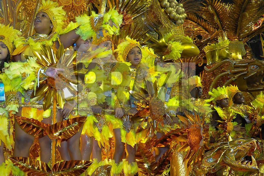 RIO DE JANEIRO, RJ, 120 DE FEVEREIRO 2012 - CARNAVAL 2012 - DESFILE BEIJA-FLOR - Desfile da escola de samba Beija-Flor no primeiro dia de desfiles das Escolas de Samba do Grupo Especial do Rio de Janeiro, no sambódromo da Marques de Sapucaí, no centro da cidade, neste domingo.  (FOTO: GLAICON EMRICH - BRAZIL PHOTO PRESS).