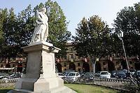 Il monumento a Vittorio Alfieri nell'omonima piazza, ad Asti.<br /> The statue of Vittorio Alfieri in the homonymous square in Asti.<br /> UPDATE IMAGES PRESS/Riccardo De Luca