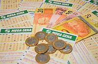 RIO DE JANEIRO, RJ, 08 DE MAIO DE 2013 - MEGA SENA ACUMULADA - 25 MILHÕES - Mega Sena acumulada irá pagar o prêmio de 25 milhões nesta quarta-feira, 08 de maio.FOTO:MARCELO FONSECA/BRAZIL PHOTO PRESS