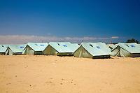 Tunisie RasDjir Camp UNHCR de refugies libyens a la frontiere entre Tunisie et Libye ....Tunisia Rasdjir UNHCR refugees camp  Tunisian and Libyan border   Vue generale du camp ....general camp landscape campo profughi frontiera libica