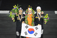 SCHAATSEN: Calgary: Essent ISU World Sprint Speedskating Championships, 29-01-2012, Eindpodium, Kyou-Hyuk Lee (KOR), Wereldkampioen Stefan Groothuis, Tae-Bum Mo (KOR), ©foto Martin de Jong