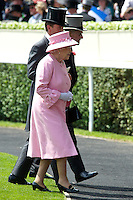 ASCOT, INGLATERRA, 20 JUNHO 2012 - ASCOT REAL - A rainha Elisabeth II durante o segundo dia do Ascot Real, principal evento de corrida de cavalos da temporada, milhares de fás sao esperados nos cinco dias de evento que comecou ontem em Ascot na Inglaterra, nesta quarta-feira, 20. (FOTO: BILLY CHAPPEL /ALFAQUI / BRAZIL PHOTO PRESS).