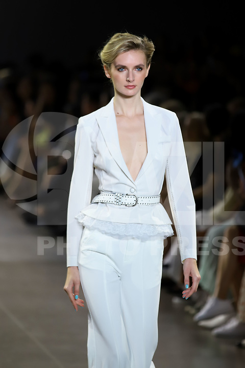 NOVA YORK, EUA, 07.09.2019 - MODA-NYFW - Modelo durante desfile da Taoray Wang no NYFW ( New York Fashion Week) na ilha de Manhattan em Nova York neste sábado, 07. (Foto: Vanessa Carvalho/Brazil Photo Press)
