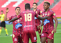IBAGUE - COLOMBIA, 17-02-2019: Marco Perez jugador del Deportes Tolima celebra con sus compañeros después de anotar el primer gol de su equipo a Envigado FC durante partido por la fecha 5 de la Liga Águila I 2019 jugado en el estadio Manuel Murillo Toro de Ibagué. / Marco Perez player of Deportes Tolima celebrates with hios teammates after scoring the first goal of his team to Envigado FC during match for the date 5 of the Aguila League I 2019 played at Manuel Murillo Toro stadium in Ibague city. Photo: VizzorImage / Juan Carlos Escobar / Cont