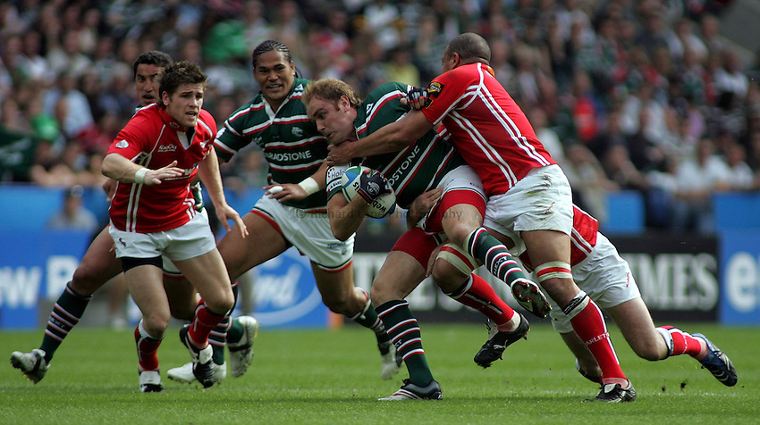 Photo: Paul Thomas..Leicester Tigers v Llanelli Scarlets. Heineken Cup, Semi Final. 21/04/2007...Andy Goode of Leicester is tackled by Gavin Thomas and Stephen Jones.