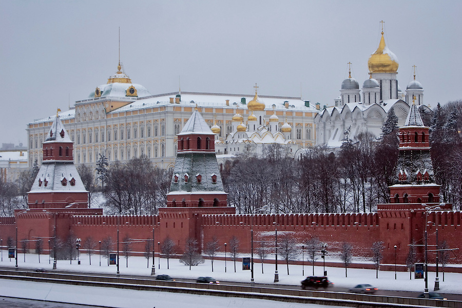 Moscow, Russia, 21/01/2007..Red Square, the Kremlin and St Basil's Cathedral as snow finally arrives in Moscow's warmest winter since records began.