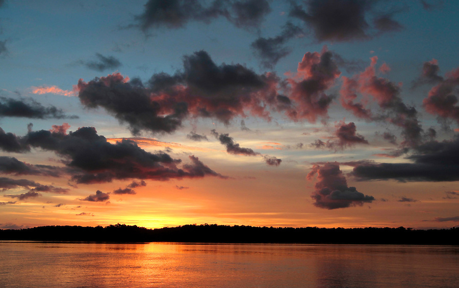Sunset with color in Florida's Everglades National Park out of Chokoloskee Island and the 10,000 Islands National Wildlife Refuge. Photo/Andrew Shurtleff
