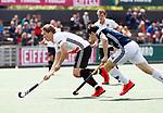 AMSTELVEEN  -  Jan-Willem Buissant (Adam) met Maurits Paijens (Pinoke)  Hoofdklasse hockey dames ,competitie, heren, Amsterdam-Pinoke (3-2)  . COPYRIGHT KOEN SUYK